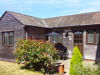 COLT LODGE, ground floor annexe, off road parking, enclosed garden, in Watchet, Ref 943116