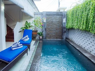 2Br Budget house with pool in Seminyak Bidadari, Kerobokan