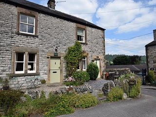 PK894 Cottage in Bakewell, Stoney Middleton