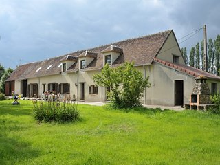 Burgundy farmhouse with private lake & 7 bedrooms, Cudot