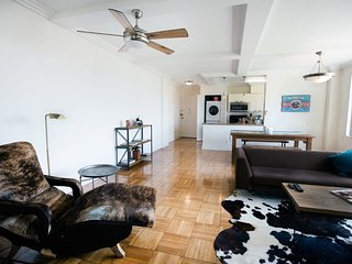 Furnished 2-Bedroom Apartment at W 6th St & Hauser Blvd Los Angeles, Los Ángeles