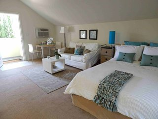 Furnished 1-Bedroom Cottage at Norwich Ave & Camarillo St Los Angeles, Los Ángeles