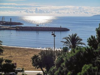Sunny apartment 50m from the beach, Le Lavandou
