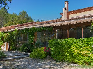 Gite du Thym - Great 3 Bedroom, Pet-Friendly, with Pool and Grill