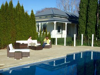 Exquisite Villa with Private Pool, Greytown