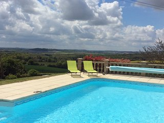 Gite with private heated pool and panoramic views, Edon