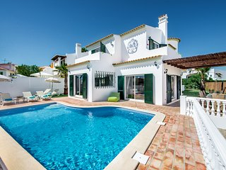 Vilamoura Old Village 4+1Bds slp 8-12 Luxury Villa All Beds can be singles