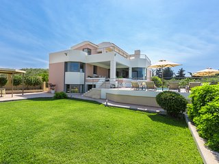 Villa Anastasia, Perfect Layout in Great Location!