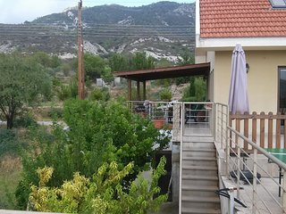 Villa near Troodos mountain, Trimiklini