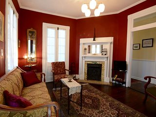 The Queen Suite (Historic Downtown - Unit A), Charleston