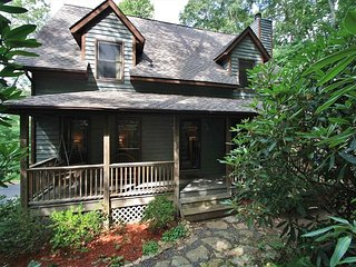 Mountain 2 Sea is a Mountain Treehouse: Sleeps 11 with a outdoor Hot Tub, Boone