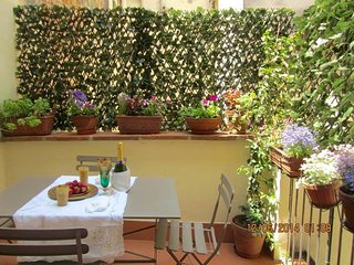 Your romantic  terrace closed to the Dome!, Florence