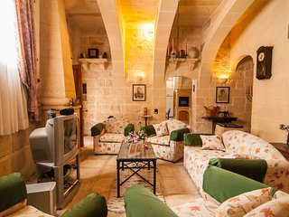 Ta Gerita Farmhouse Xewkija Gozo (Sleeps 9)