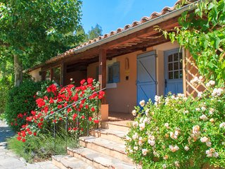 Gite des Olives Pet-Friendly 2 Bedroom Rental with Hot Tub and Balcony