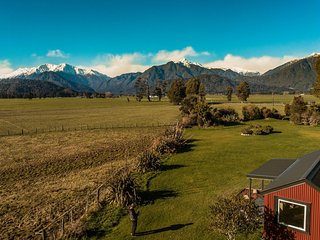 The Grassy Flat Hut, Hokitika