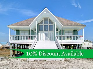 """Beach Bum"" 4 Bedroom, 2 Bath, Sleeps 8, Pet Friendly, Great Views, Spacious!, Dauphin Island"