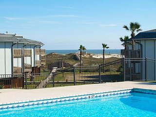 Great condo in the heart of Port Aransas! Heated Pool!