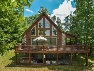 1 Mile from DCL State Park, Large Lawn with Fire Pit, Swanton