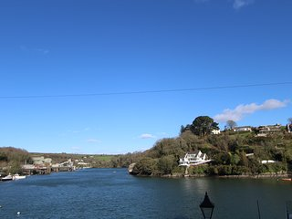 Stunning 4Bed Home with Terrace & Fowey River View