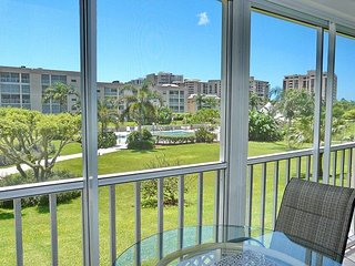 Relaxing condo w/ heated pool, hot tub, & a short walk to the beach