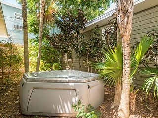 Southernmost Sanctuary - 6 Private Rooms 1 Block from Duval St - 3 Hot Tubs, Key West