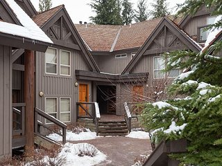 Painted Cliff  renovated 3 Bed 2 Bath - Ski in / out property, Shared hot tub, Whistler