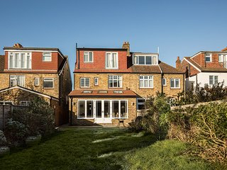 Fabulous four bedroom house in Wimbledon, Londres