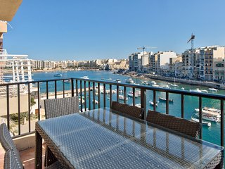047 St Julian Seafront Duplex 4-bedroom Apartment, San Julián