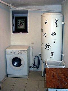 Buanderie avec lave linge