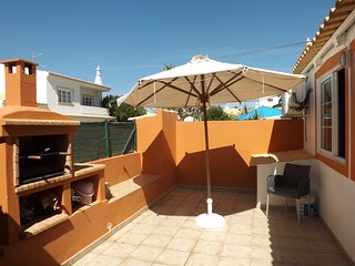Moradia V2 com Quintal e Barbeque, Alvor