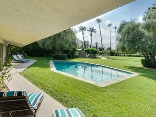 True Mid-Century Ranch Mirage- 4BR/4BA Steps the pool/Jacuzzi