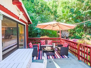 Russian River Garden Home with Redwood Deck – Near Recreation & Dining, Guerneville