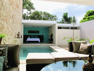 Casa 55 - Clean Lines, Modern Design with Flare!, Merida