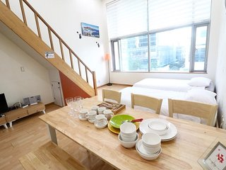10sec wonderful duplex studio in hongdae location
