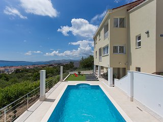 Villa with swiming pool in Kastela between Split & Trogir