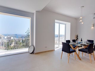Luxury 3 Bedroom Apartment in St Julians, GR8 View, San Ġiljan
