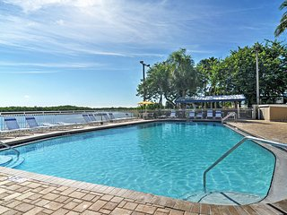 NEW! 2BR Ruskin Townhome w/Private Beach Access