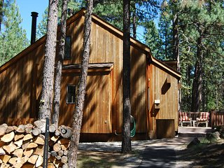 Rustic Cascade Cabin Getaway, Black Butte Ranch
