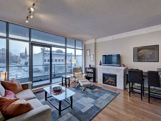 Cozy Downtown Victoria 1 Bedroom Condo Walking Distance To Amenities