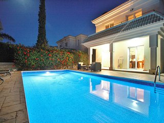 Luxury Detached Villa with Wi-Fi and Private Pool, Paralimni