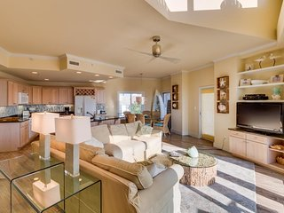 Walk to beach from condo with partial ocean view, shared pool, & soaking tub!, Ocean City