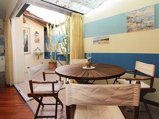 Appartamento con terrazzo, mansarda A/C mare 30m, Alassio