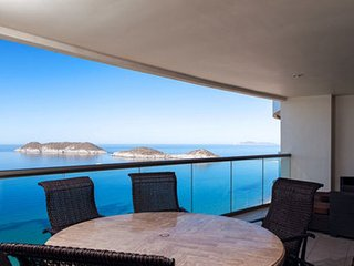 3 Bedroom Condo Playa Blanca 1309