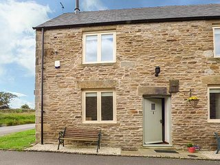 RUMBLINGS 1, end-terrace, king-size double, woodburner, parking, WiFi, in