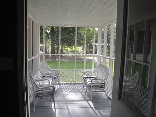 Lovers Lane Oasis Cottage....An Oasis of Comfort in the heart of the Gulf Coast!, Long Beach