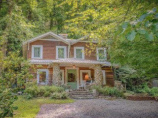 ARE Vintage Cabin in Chimney Rock Village 5 Minutes to Lake Lure 25 Minutes to A
