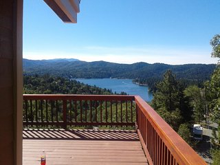 Lake View from Every Room, 6 Bdrm, 5 Bath, ping pong, pool table, air hockey, AC