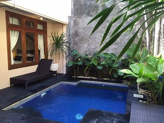 KUTA-Villa SANTAI inc breakfast daily 4 BED 3 BATH, Kuta