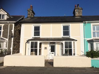 Glan-Y-Don -  Sea Front House, Borth-Y-Gest