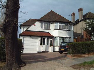 WEMBLEY UK FOUR BEDROOM DETACHED HOUSE SHORT  LET, Wembley